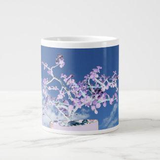Blanco púrpura invertido bonsais contra portulaca  taza grande