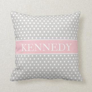 Blanco rosado gris claro lindo del monograma el   cojín decorativo