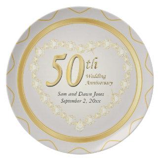 Blanco y aniversario de boda de oro del oro 50.o plato de comida