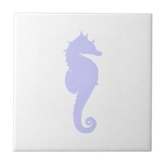 Blanco y caballo de mar del bígaro azulejos