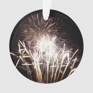 Blanco y celebración patriótica de los fuegos