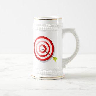 Blanco y flecha del tiro al arco jarra de cerveza