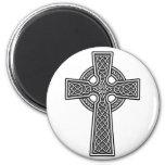 Blanco y gris de la cruz céltica imán de nevera
