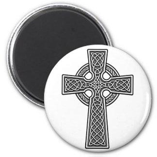 Blanco y gris de la cruz céltica imán redondo 5 cm