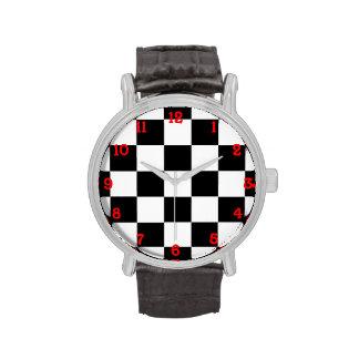 Blanco y negro a cuadros reloj de mano