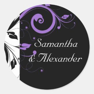 Blanco y negro con acento púrpura del remolino pegatina redonda