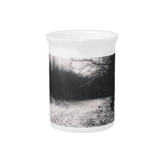 Blanco y negro congelado jarras de beber