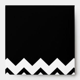 Blanco y negro. El zigzag de la parte, pieza negro Sobres