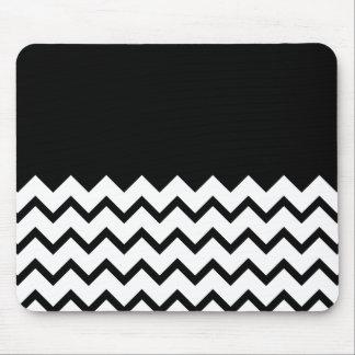 Blanco y negro. El zigzag de la parte, pieza negro Tapete De Raton