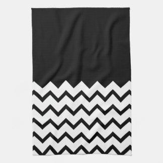 Blanco y negro. El zigzag de la parte, pieza negro Toalla De Mano