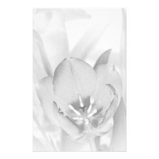 Blanco y negro inmóvil del tulipán papelería de diseño