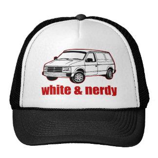 blanco y nerdy gorros bordados