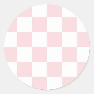 - Blanco y pálido - rosa grande a cuadros Pegatina Redonda