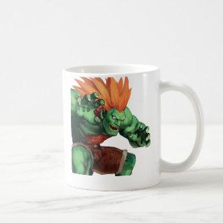 Blanka con las manos aumentadas tazas de café