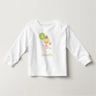 Blonde de la camiseta del niño del cumpleaños de