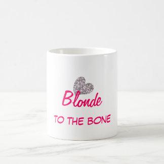 Blonde divertido a la cita del hueso taza