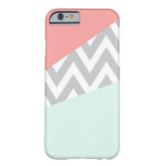 Bloque Chevron del color del coral y de la menta Funda De iPhone 6 Barely There