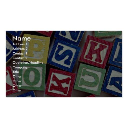 Bloques de madera con los alfabetos para los niños plantilla de tarjeta de negocio