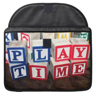 Bloques de madera del juguete de Childs Fundas Macbook Pro