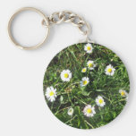 Blossoming white daisies close-up keychain