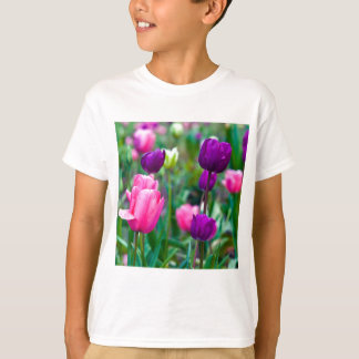 Blows multicolored tulips T-Shirt