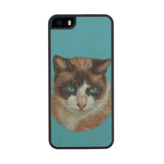 Blue Eyed Brown and White Haughty Cat Carved® Maple iPhone 5 Slim Case