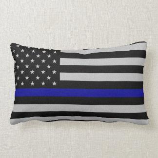 Blue Line fino señala la almohada por medio de una