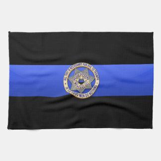 Blue Line fino señala por medio de una bandera y B Toallas