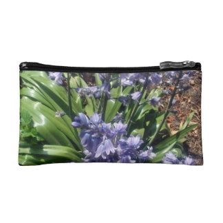 Bluebells púrpuras en la plena floración