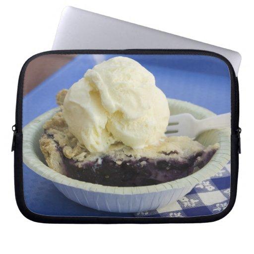 Blueberry pie a la mode laptop sleeve