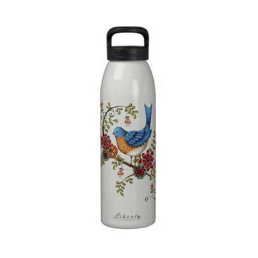 Bluebird en una botella de agua de la rama