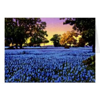 Bluebonnets de Tejas que cubren un campo en la pue Tarjeta