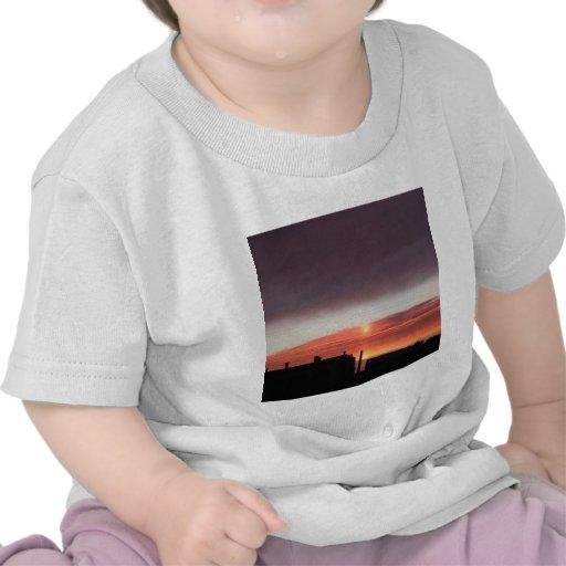 Blueness de la locura de la puesta del sol camiseta
