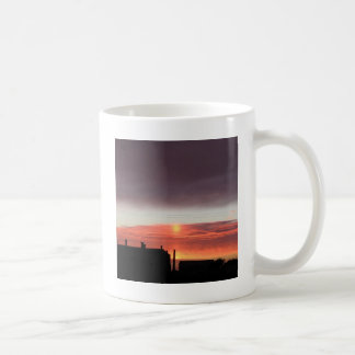 Blueness de la locura de la puesta del sol taza básica blanca