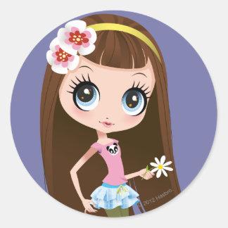 Blythe que sostiene la flor etiqueta redonda