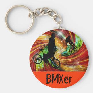 BMXers en remolinos rojos y anaranjados del Grunge Llaveros