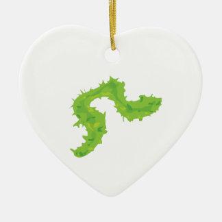 Boa de plumas adorno de cerámica en forma de corazón