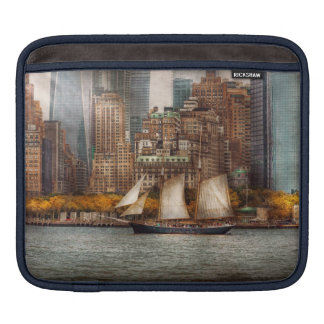 Boat - Governors Island NY - Lower Manhattan Sleeve For iPads