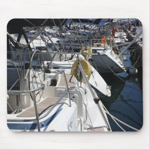 boats in the harbour mousemat