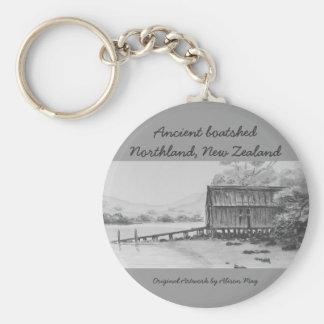 Boatshed antiguo, tierra del norte, Nueva Zelanda Llavero Redondo Tipo Pin