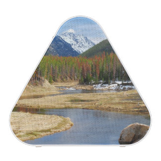 Bobina el río Colorado con las montañas y los Altavoz