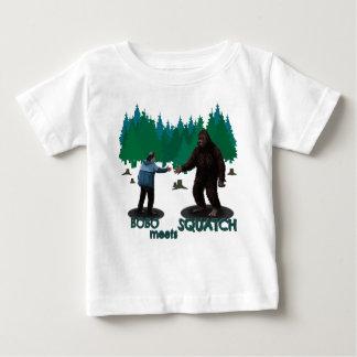 Bobo resuelve Squatch Playera Para Bebé