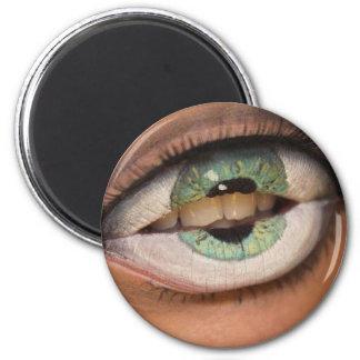 Boca de ojos verdes imán redondo 5 cm
