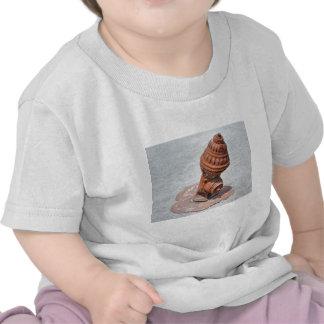 Boca de riego vieja de la moda camiseta