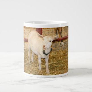 Boca doeling de la cabra de Saanen abierta Taza Grande