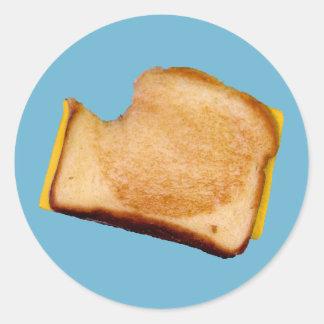 Bocadillo asado a la parrilla del queso pegatina redonda