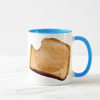 Bocadillo asado a la parrilla del queso taza