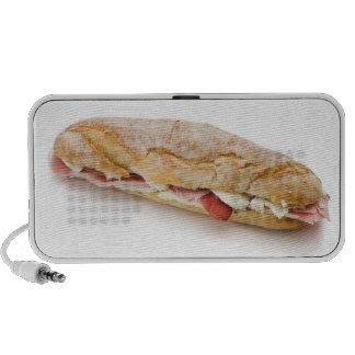 bocadillo con el jamón y el queso altavoz de viajar