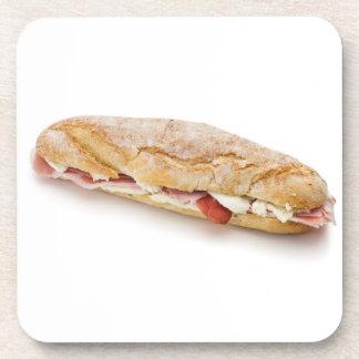 bocadillo con el jamón y el queso posavaso