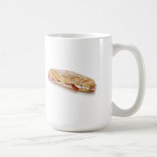 bocadillo con el jamón y el queso tazas de café